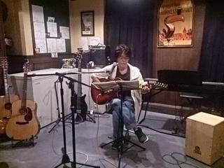 ギター弾き語り中